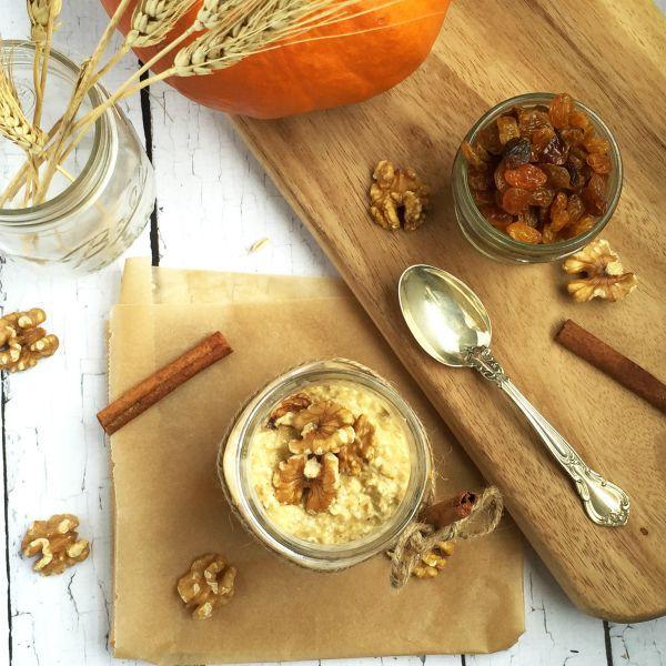 raisin pumpkin spice overnight oats