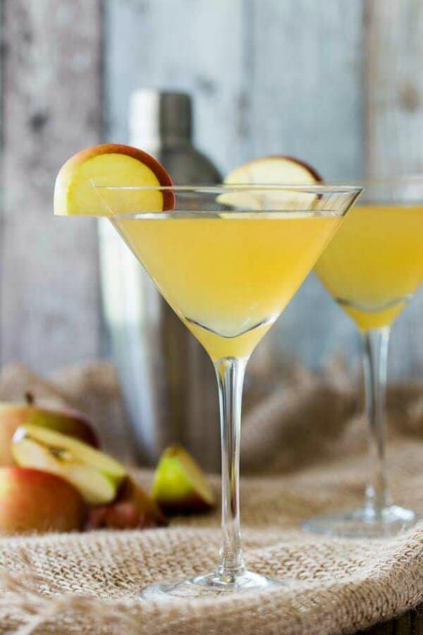 Toffee apple martini with apple wedge