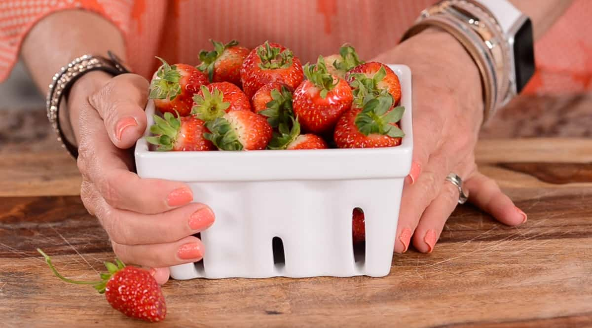 quart of fresh strawberries