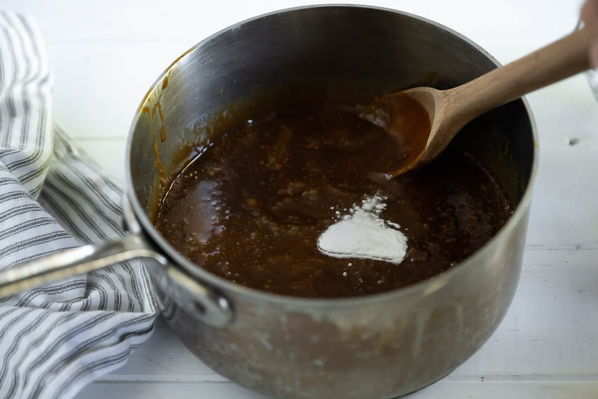 baking soda being added to gingerbread caramel sauce